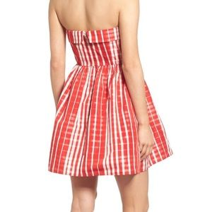 56c37e2beab5c Vineyard Vines Dresses - NWT Vineyard Vines Multi Scale Gingham Strapless